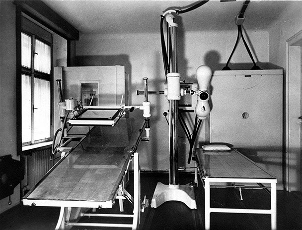 Radiation room at the Karlsbad sanatorium (1940)